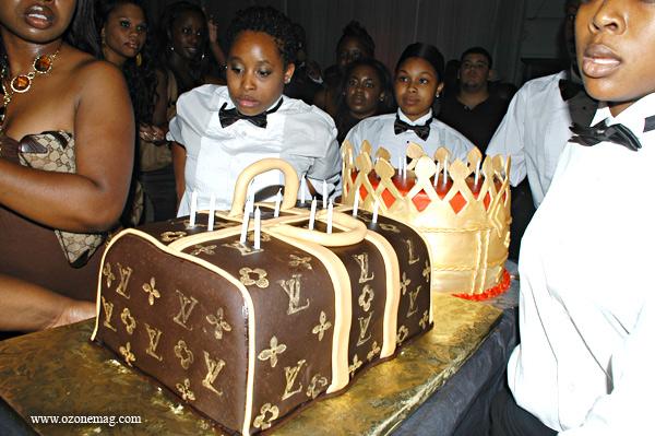 Lil Wayne Cakes Happy Birthday, T.I. |...