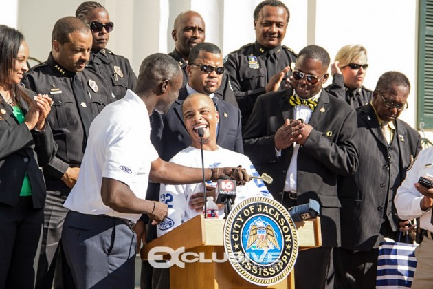 T.I Gets The Key To Jackson, Ms. (7 of 10)